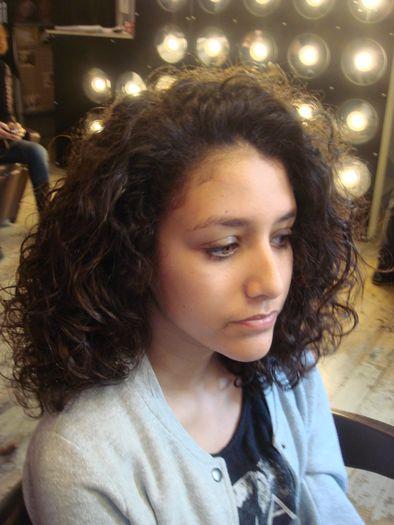 Coupe courte cheveux mousseux