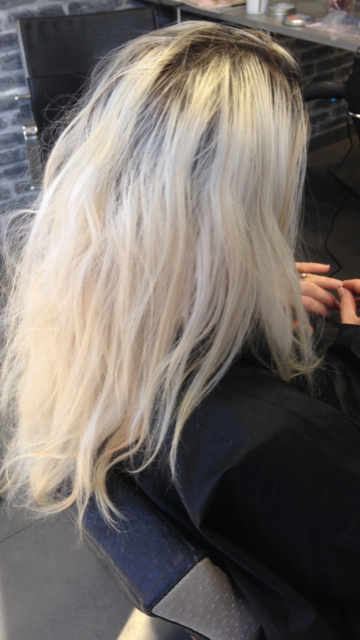 Coloration Blond Polaire Coupe Carre Court Degrade Effile